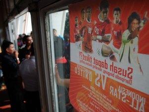23_4439_antri_tiket_pertandingan_manchester_united