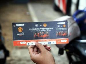 Tiket MU-Indonesia (VIVAnews/Marco Tampubolon)