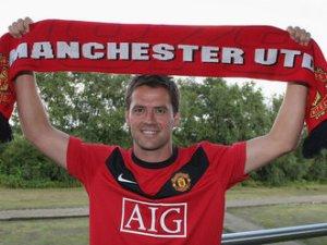 Michael-Owen-Manchester-United-scarf_2325091